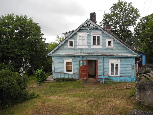 Lietuva 2014 - Maison bleue adossee a la colline ...