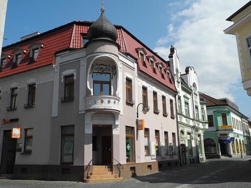 Slovakia 2013 - Piscine dans petit jardin de ville saint paul ...